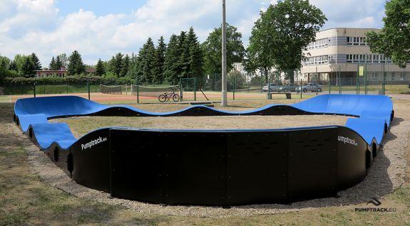Ein Fahrradspielplatz oder ein Composite Pumptrack